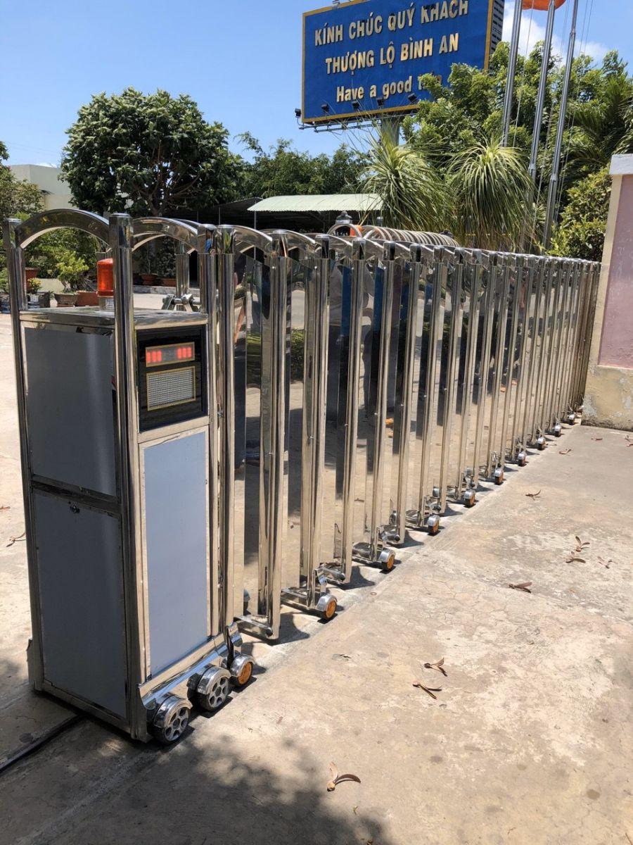 cổng xếp inox cho công ty điện lực bến tre 2