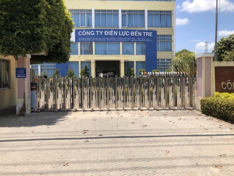 cổng xếp inox cho công ty điện lực bến tre