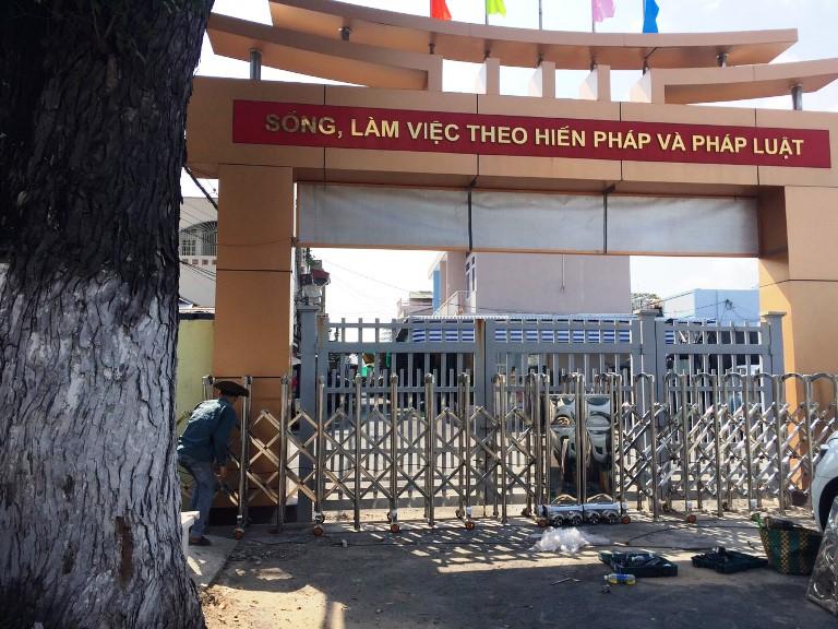 cổng xếp inox tại Chợ Mới An Giang