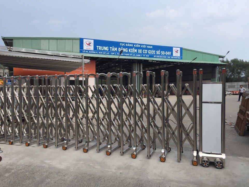 Cửa Cổng Xếp TPHCM - Trung tâm đăng kiểm xe cơ giới 50-04V - Quận 2 (1)